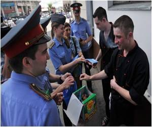 Russian Police to Convert Smokers With Lollipops