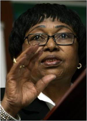 South African Health Minister Defiant, Gets Cabinet Backing
