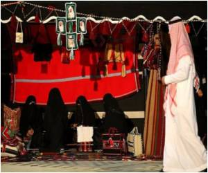 Women Barred from Cashier Jobs Through Saudi Fatwa