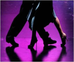 Study Shows What Moves on the Disco Floor can Snag a Woman's Attention