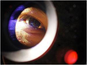 Near Infra-Red Light For Low-Cost And Painless Eye Treatment