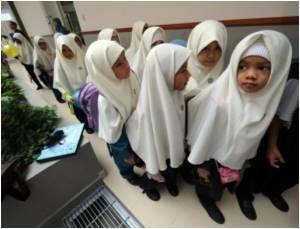 Singapore Urges Caution on Immunizing Girls Against Cervical Cancer