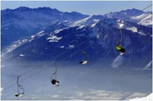 About 1000 Foreign Holidaymakers a Day Injured on Swiss Slopes