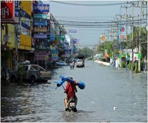 'Huge Sea Wall of Jakarta' Plan to Combat Floods