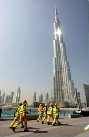 In China World's Largest Building Nearing Completion