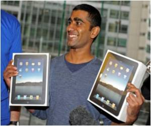 Thousands Queue for Global Roll-Out of IPad