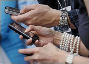 For 90 Pct of Young Britons 'Texting' Preferred Method of Staying in Touch