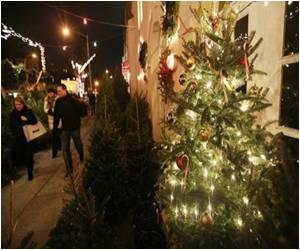 Thailand Schoolchildren Set Human Christmas Tree Record