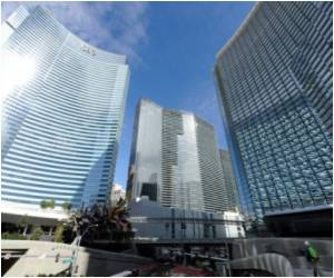 New Vegas Casino Complex Gambles To Recover