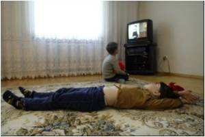 Experts Recommend TV Ban To Tackle Childhood Obesity
