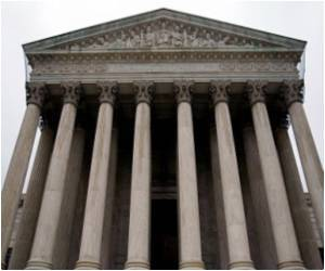US Supreme Court Rules for Drugmakers on Lawsuits