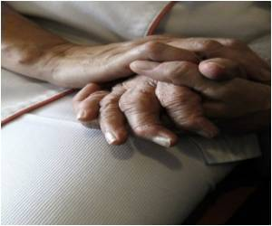 Blood Biomarkers and Risk of Alzheimer Disease Link Observed: Study