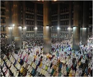Start of Ramadan Marked by Renewed Threats by Indonesian Hardliners