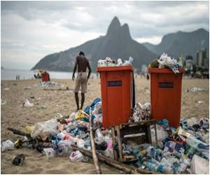 Rio Cleaners Clear Tons of Carnival Debris After Ending Strike