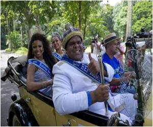 Rio Carnival Parade Kicks Off