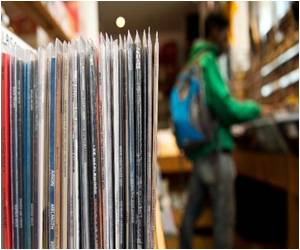 Vinyl Set for Most Sales Since 1996, Sales Expected to Go Past the One Million Mark