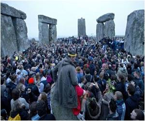More Than 20,000 Gather to Celebrate Summer Solstice at Stonehedge