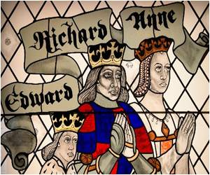 Leicester Mayor Unveils Visitor Center at Richard III�s Makeshift Grave