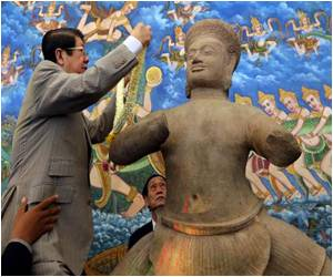 Looted Khmer Statues by US Returned to Cambodia