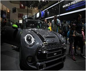 China's Desire for Luxury Cars Undimmed by Domestic Troubles