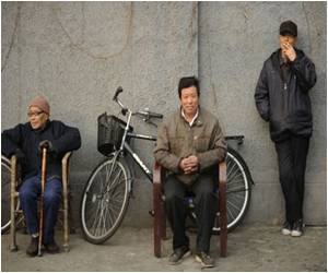 Is the Shanghai Dialect a Dying Language ?