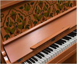'Casablanca' Piano Fetches $3.4 Million at US Auction