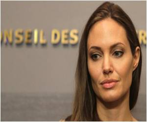 Angelina Jolie's Breast Removal Surgery Boosts Cancer Awareness, Experts Advise Caution