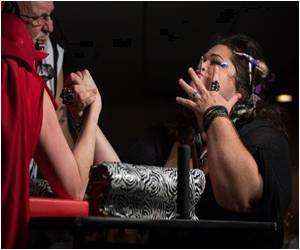Meet the the Iron Lady in US Arm Wrestling