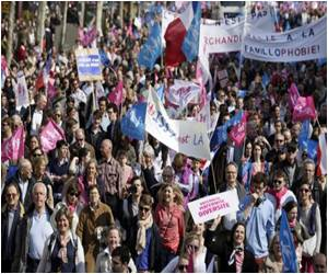 As the Final Vote France Gay Marriage Law Draws Closer, Thousands Protest Against Legalizing Same-Sex Marriage
