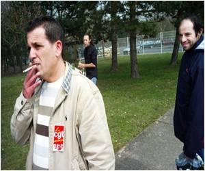 Protest Against Curbs: French Smokers
