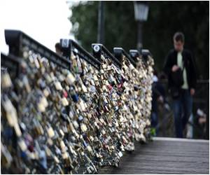 Panels to Prevent 'Love-Locks' Installed on Iconic Pedestrian Bridge in Paris