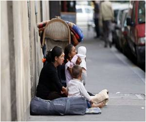 Roma Migrants Living on the Streets of Paris Desire to Lead a Normal Life