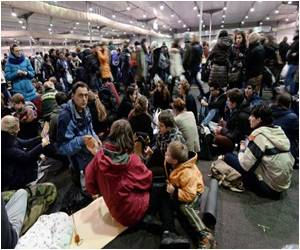 30,000 Young Christians Gather at Strasbourg to Share Prayers