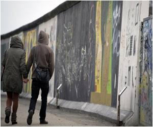 In Ultra Race Runners Tackle Berlin Wall Route