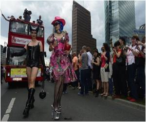 More Than 700,000 Take Part in Berlin Gay Pride Parade