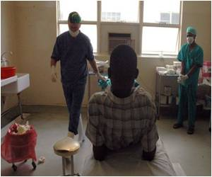 Follow-up Probe Confirms Circumcision Greatly Reduces HIV Risk in Men