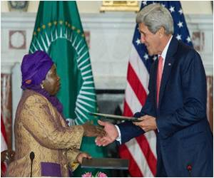 US Signs Deal With African Union to Help Set Up African Center for Disease Control