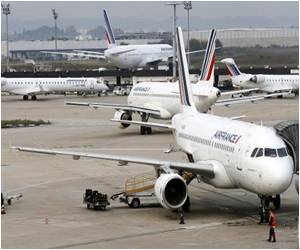 Air France Flight Crews Refuse to Fly to Ebola-hit Nations Over Fears of Ebola Outbreak