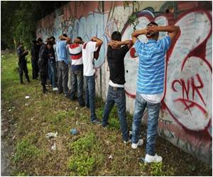 Central America Gangs Fluctuate Between Love and Death