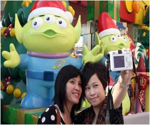 Tourists from China Bring Hong Kong Disneyland to a Record Profit