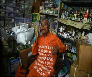India's 'Medicine Man' Collects Pills for the Poor in the National Capital