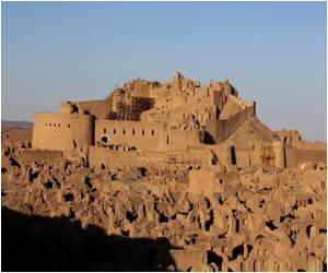 Restoring Glory of Quake-Hit Bam Citadel is a Priority for Iran