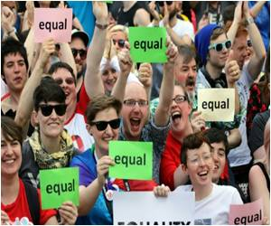 Thousands Celebrate Dublin's First Gay Pride Parade After Marriage Vote�