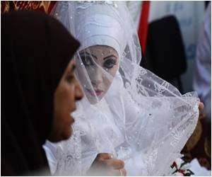 Refugees Enjoy Brief Respite from Bloodshed by Celebrating Marriage at Gaza UN School