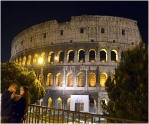 Rome Celebrates All-night Festival to Protect Colosseum from Traffic