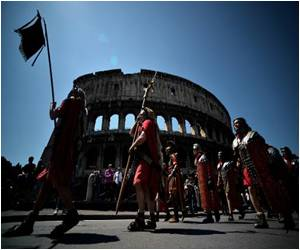 Rome's 2,767th Birthday Fete by Gladiators, Horsemen and Women