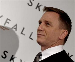 Study Claims James Bond was an Alcoholic