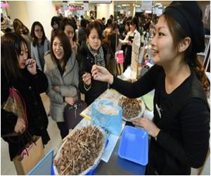 Japanese Women Battle in Stores for Their Valentines