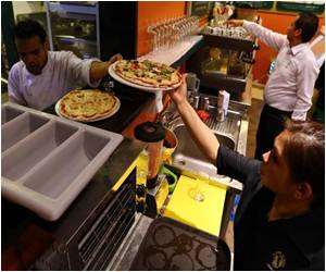 A Slice of Life in Troubled Libya Includes Coffee and Pizza
