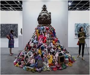 Global Art World Arrives in Hong Kong